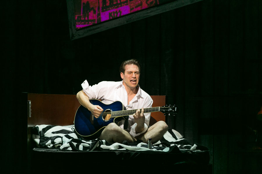 Jon Robyns as Robbie Hart - The Wedding Singer UK Tour