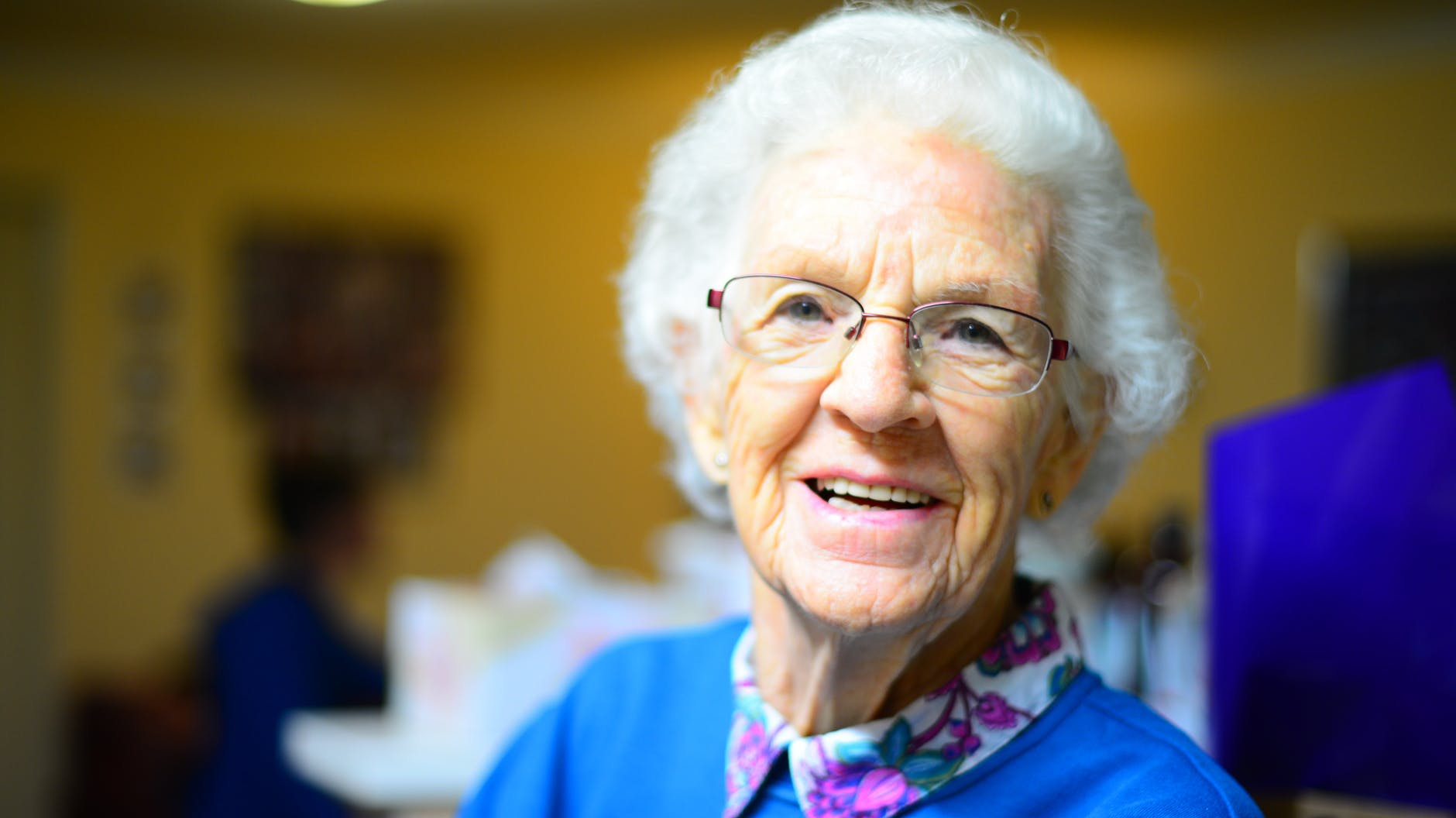 4 Tips on How to Help Relatives Maintain Their Independence