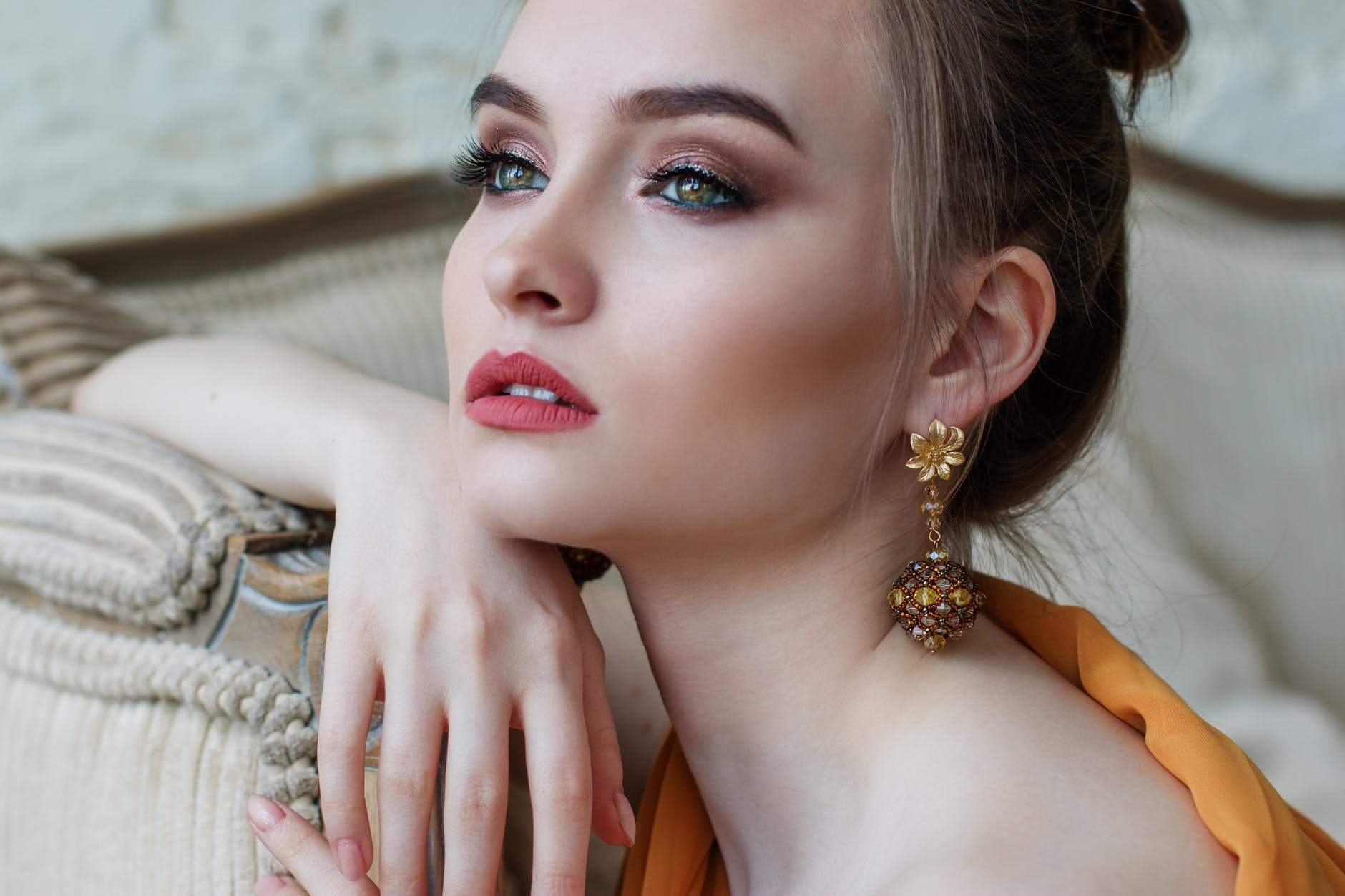Lady with glamorous makeup and a mustard outfit